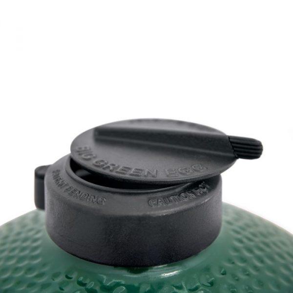 close up of big green egg lid