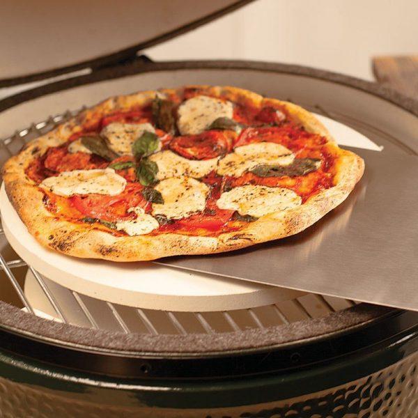 pizza on metal peel 800sq 82259.1572455662.1280.1280